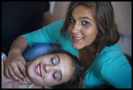 Portrait de deux ados gitanes