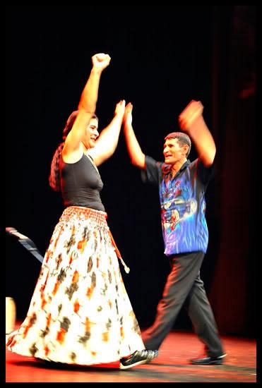 Napoleon et Nadia, artistes roms ursari de Roumanie sur la scène de l'Alhambra