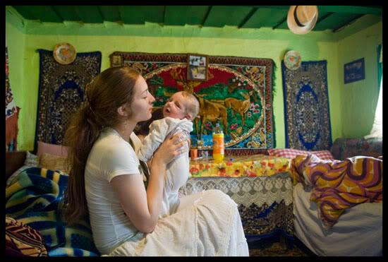 Romni et son nouveau-né, Hadareni