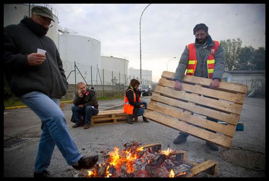 Blocage d'un dépôt de pétrole contre la réforme des retraites à Annecy