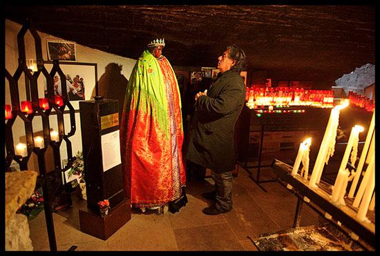 Moment de prière dans la crypte avec Sainte Sarah