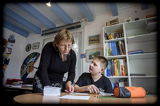 une enseignante et son élève