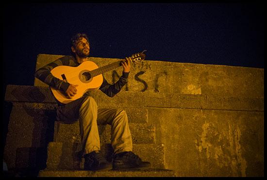 Gitan jouant du Flamenco