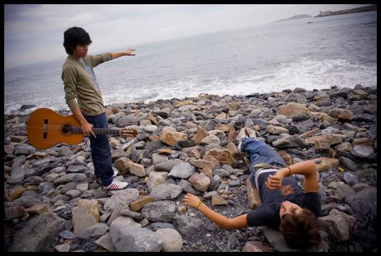 Jeunes gitans sur la plage de Bermeo, Euskal Herria