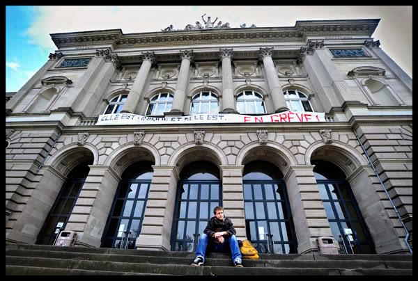 étudiants et chercheurs en grève à l'université de Strasbourg