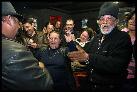 Roms qui dansent et s'amusent