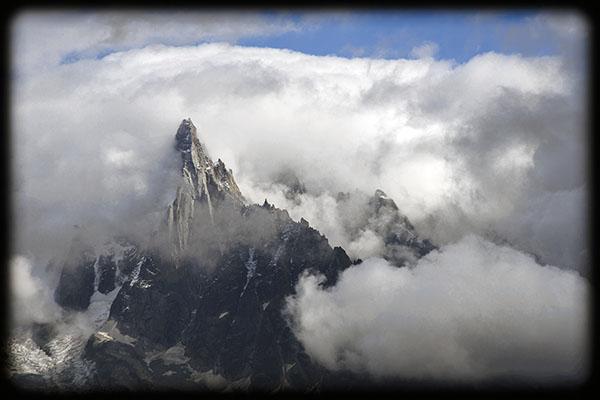 les Drus dans les nuages