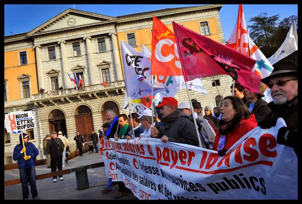manifestation lors de la journée d'action intersyndicale contre la politique sociale du gouvernement à Annecy