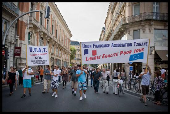 Des Gens du Voyage manifestent contre les politiques xénophobes de la France