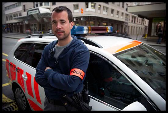 Policier en grève de l'uniforme et du rasage