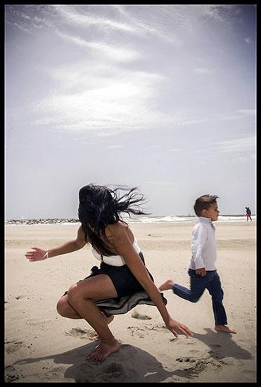 Romni et son fils sur la plage aux Saintes
