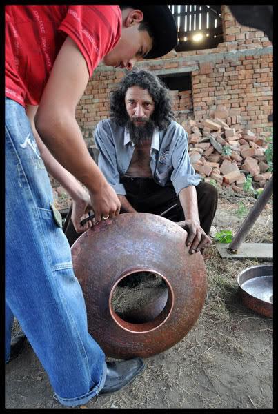 Roms caldarari fabriquant un chaudron