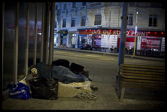 Roms dorment dehors à Genève