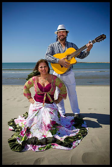 Roms brésiliens posant sur la plage aux Saintes Maries de la Mer