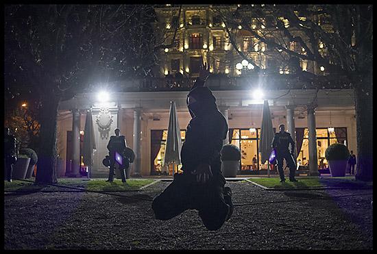 slackline le soir après la manifestation