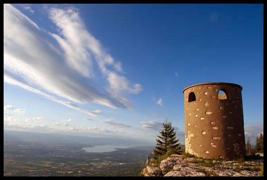 La Tour Bastian et le Lac Léman, depuis le Grand Piton, le Salève