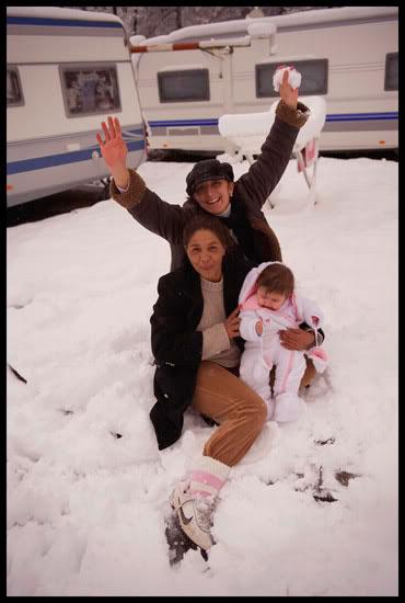 manouches sur leur terrains dans la neige